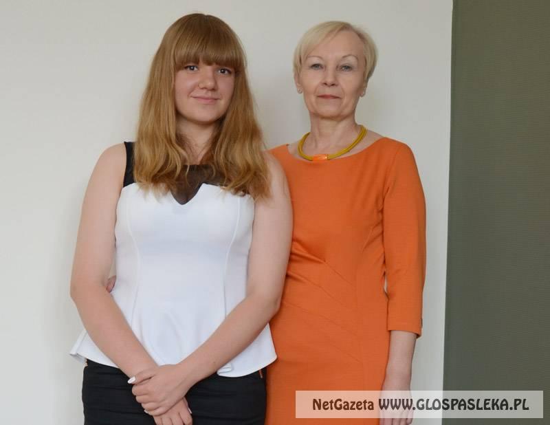 Uczennica i nauczycielka Gimnazjum nr 1 na Gali W-M Kuratora Oświaty