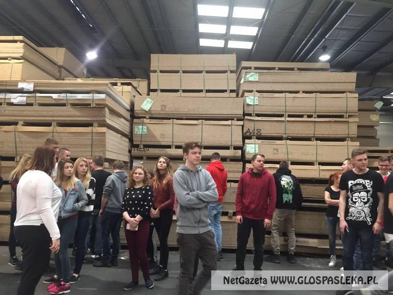 Wyjazd edukacyjny uczniów ZSEiT do Fabryki Mebli Wójcik