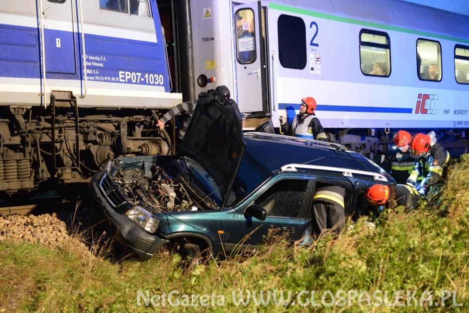 Honda wjechała pod pociąg