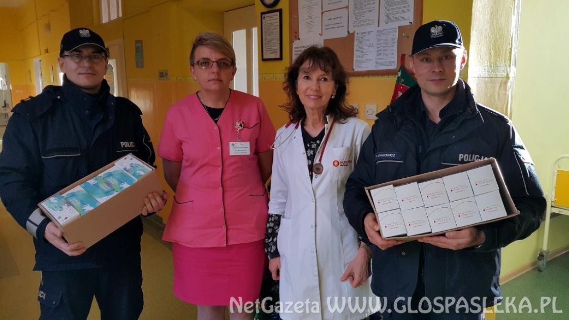 Policjanci oddawali krew i zbierali słodycze dla dzieci ze szpitala