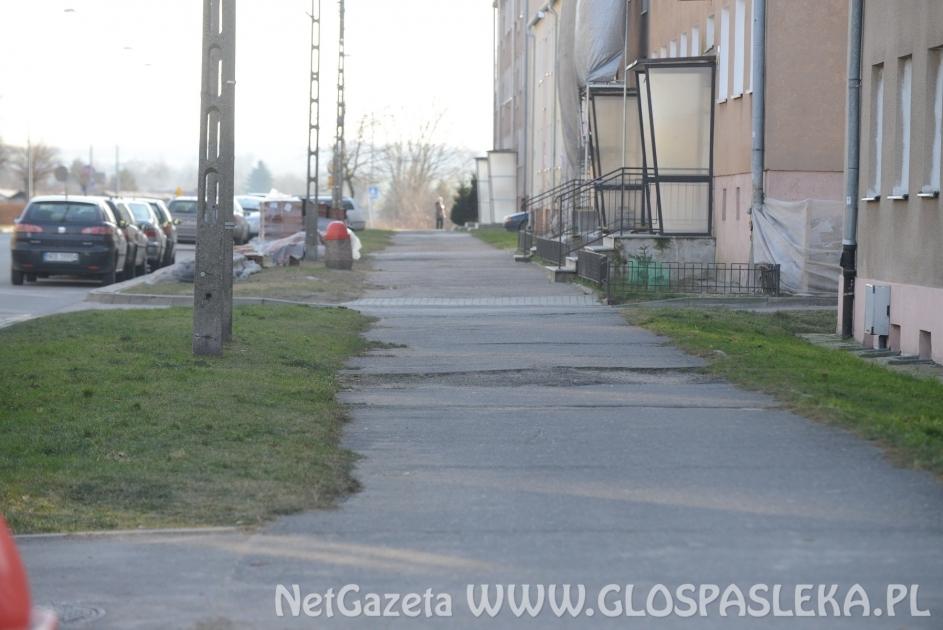 Chodnik i sieć wodociągowa