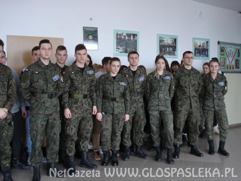 Akademia Wojsk Lądowych czeka na absolwentów klas wojskowych ZSEiT