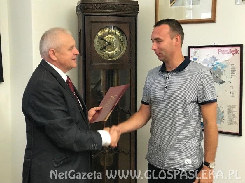 Paweł Wołczecki z nagrodą Burmistrza