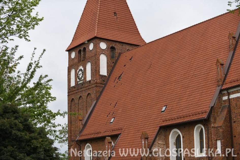Spadł krzyż i kapsuła z wieży kościoła w Mariance