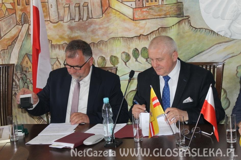 Droga do Piniewa - umowa