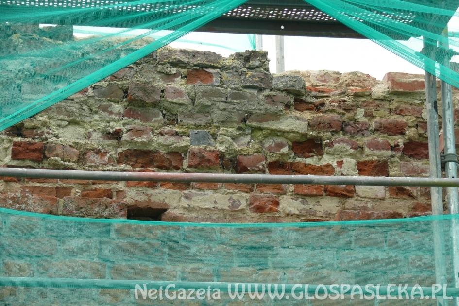 Trwa remont murów obronnych