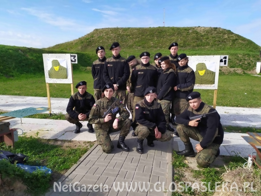 Mundurowi z ZSEiT na obozie szkoleniowym