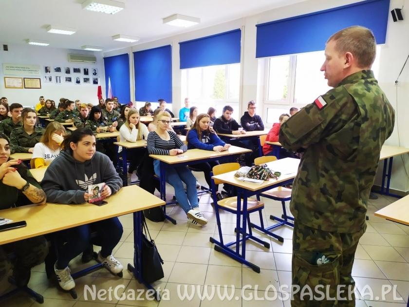 Wojskowa Komenda Uzupełnień z wizytą w ZSEiT