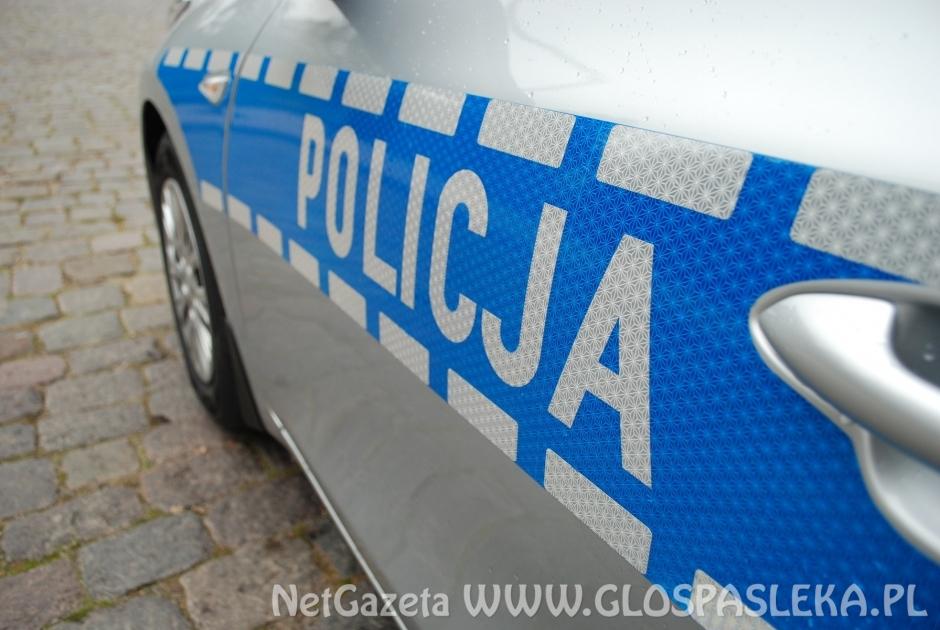 Policjanci sprawdzają czy mieszkańcy stosują się do zaleceń