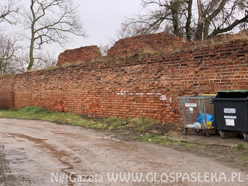 Wybrano ofertę na remont murów