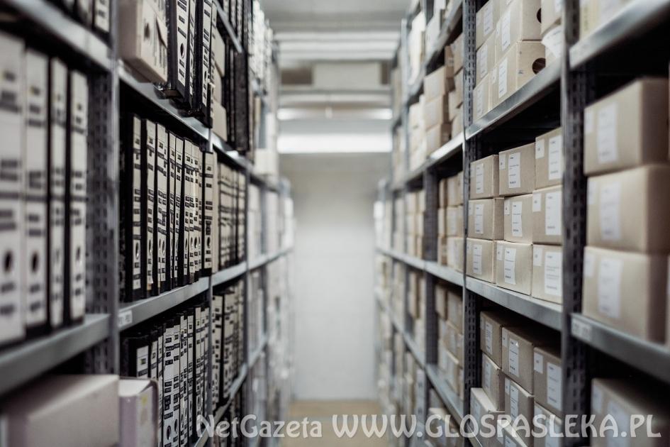 Jakie regały metalowe wybrać do archiwum?