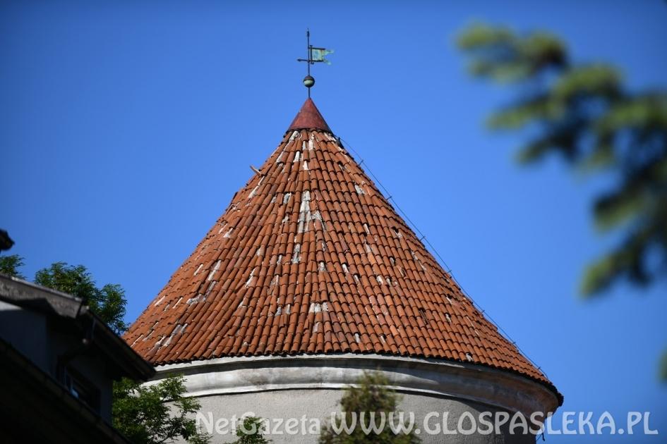 Jedna oferta na remont dachu baszty zachodniej