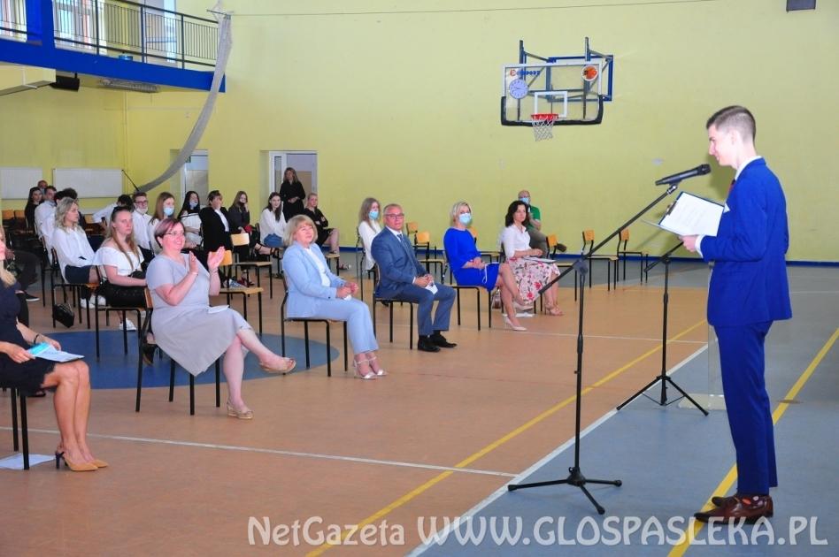 Ostatni dzwonek i pierwsze podania do szkoły w ZS w Pasłęku