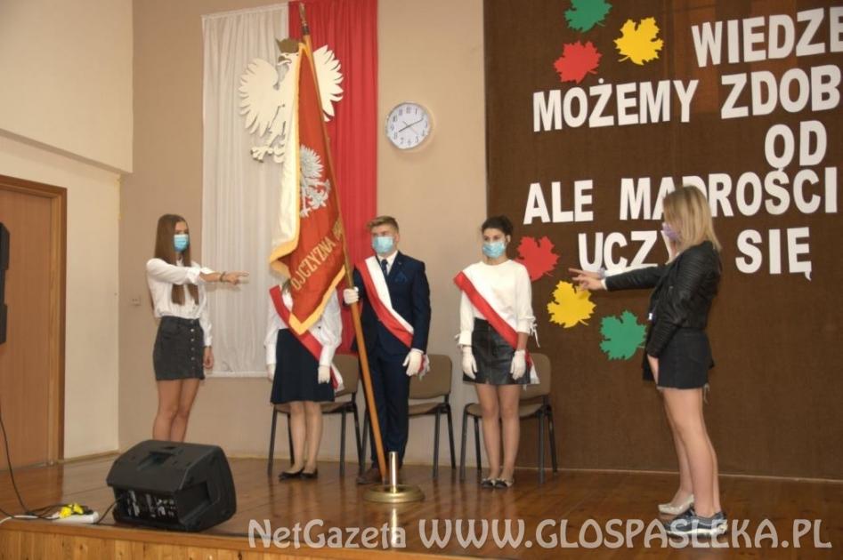 Ślubowanie uczniów klas pierwszych w ZS