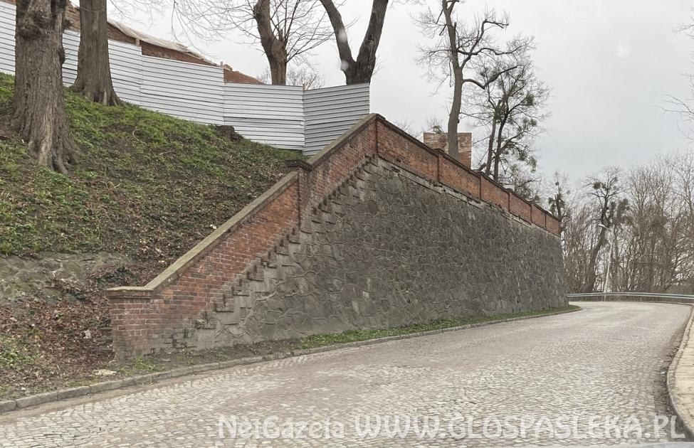 Jedna oferta na remont muru i schodów